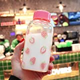 Nbg Kawaii - Botella de agua de fresa transparente con funda protectora, botella para niña estudiante, una taza