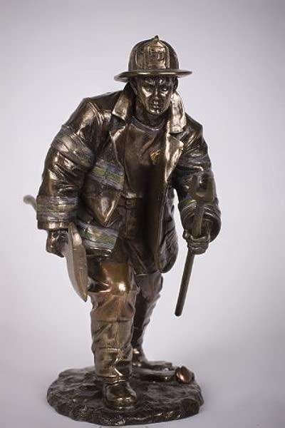 消防员灭火雕像