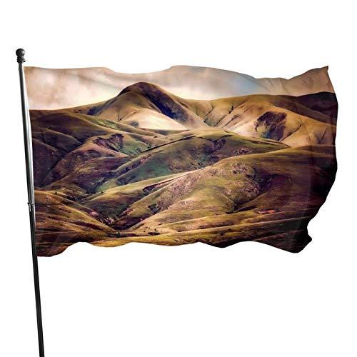 AOOEDM 3x5 pies fuerte, duradero, fácil de desmontar, colores brillantes y arandela de latón resistente a los rayos Uv, bandera de moda de jardín-Iceland Hills