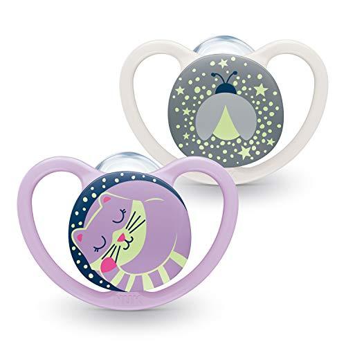 NUK Space Night Baby Schnuller | 0-6 Monate | Leuchtende Schnuller mit extra Belüftung | BPA-freies Silikon | Katze & Glühwürmchen | 2 Stück