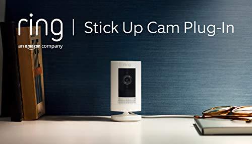 Ring Stick Up Cam Plug-In, cámara de seguridad HD con comunicación bidireccional, compatible con Alexa | Incluye una prueba de 30 días gratis del plan Ring Protect | Color blanco