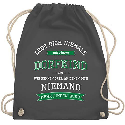 Shirtracer Sprüche - Lege dich niemals mit einem Dorfkind an - Unisize - Dunkelgrau - rucksack spruch lustig - WM110 - Turnbeutel und Stoffbeutel aus Baumwolle