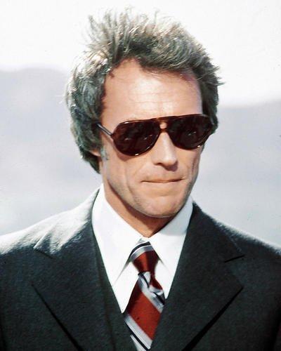 CLINT EASTWOOD 25,4x 20,3cm Sonnenbrille und Suit the Enforcer Werbe Foto