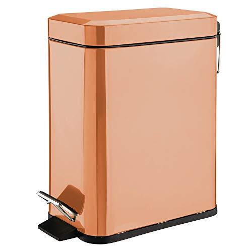 mDesign Cubo de Basura Rectangular con Capacidad de 5 litros – Compacto contenedor de residuos con cubeta Interior para Oficina, baño o Dormitorio – Moderna Papelera de Metal y plástico – Color Cobre