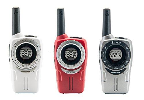 Cobra SM660 Wetterbeständig Walkie Talkie 3-Pack mit Freisprechbetrieb (VOX), Anrufsignal, über 8Km Reichweite, über 968 Kanal-Kombinationen und Energiespar-Funktion (3-Pack) - weiß, rot, silbern