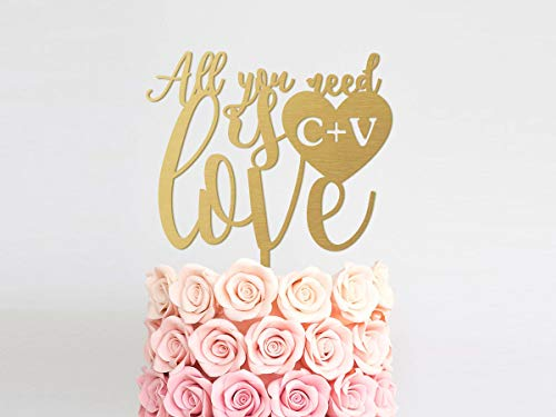 Bruiloft Taart Topper Monogram Hout Taart Topper Alles wat je nodig hebt is Liefde Taart Topper Rustieke Goud Bruiloft Taart Topper verjaardag Valentijnsdag