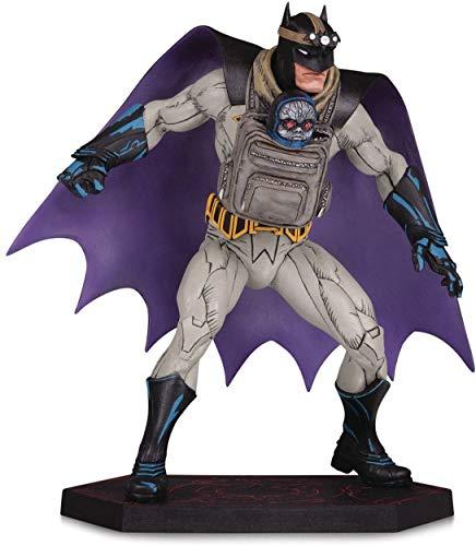 Dark Nights: Metal: Estátua do Batman com Darkseid Baby