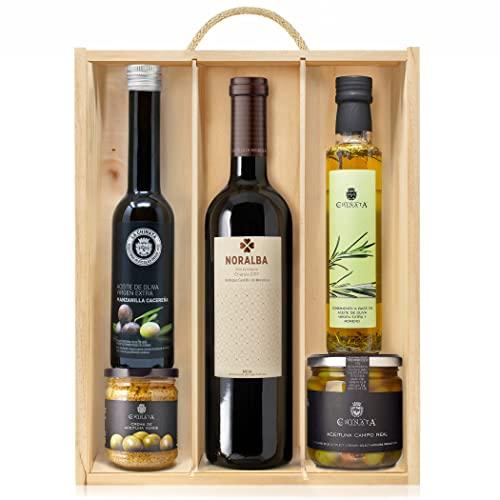 Lote Gourmet Regalo Terra con aceite de oliva virgen extra, crema de aceitunas, condimento de romero, aceitunas seleccionadas y vino Rioja en caja de madera