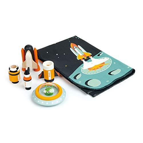 Tender Leaf Toys Space Adventure Spielmatte mit Holzraketen und einem kleinen grünen Alien