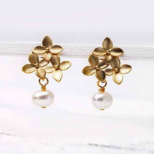 Perlen-Ohrringe matt-gold, vergoldete Blüten-Ohrstecker zierlich, weiße Süßwasser-Perle, Perlen-Schmuck, Geschenk für Sie, Hochzeit, Braut