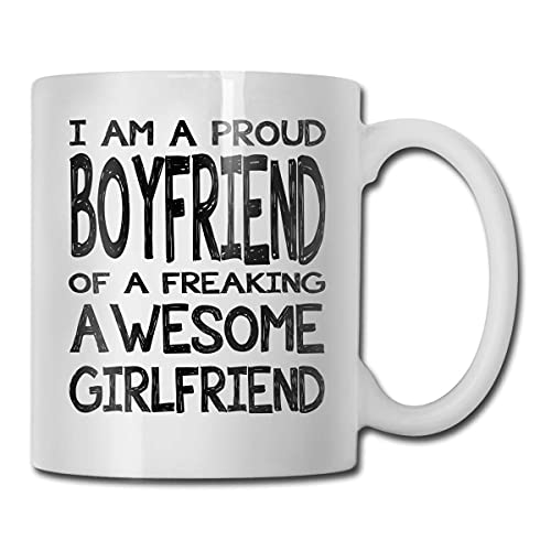 Younini I Am A Proud Boyfriend of A Freaking Awesome Girlfriend - Taza de café divertida inspiradora y motivadora
