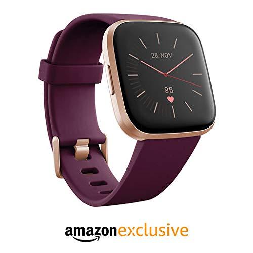 Fitbit Versa 2 Amazon Exclusive – Gesundheits- und Fitness-Smartwatch mit Sprachsteuerung, Schlafindex und Musikfunktion, Bordeaux, mit Alexa-Integration