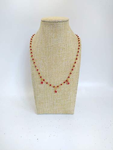 Collana girocollo stile rosario realizzata a mano con filo colore oro, cristalli rossi e stelline rosse.