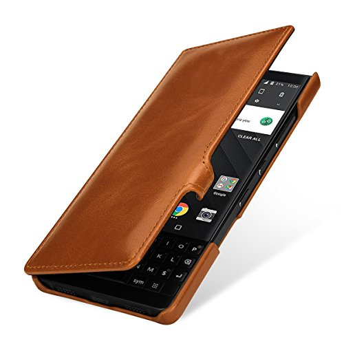 StilGut Book Type Lederhülle für BlackBerry Key2. Seitlich klappbares Flip-Hülle aus Echtleder, Cognac mit Clip