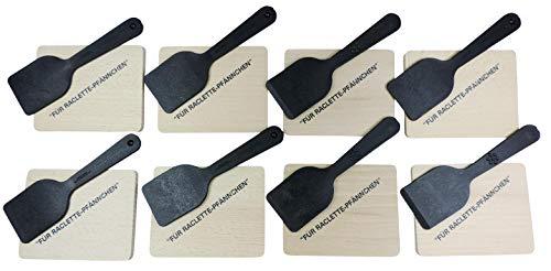 Raclette Zubehör-Set 16 teilig für 8 Personen/bestehend aus: 8 Holzbrettchen mit Aufdruck und 8 Racletteschiebern aus hochwertigem Kunststoff inkl. einer Geschenktasche