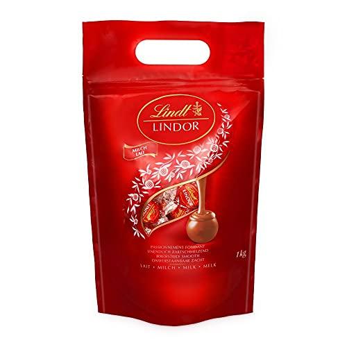 Lindt LINDOR Kugeln Vollmilch | 1 KG Beutel | ca. 80 Kugeln Milch-Schokolade mit zartschmelzender Füllung | Ideales Pralinen-Geschenk, Schokoladengeschenk oder Großpackung für Adventskalender 2021