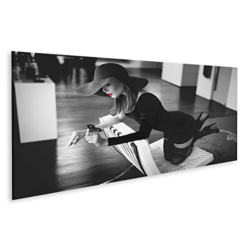 islandburner Cuadro en Lienzo Apasionada Dominante Mujer Gorra Fatale Sombrero Látigo Arrodillado Silla de Cuero Plano de Lujo Negro Blanco Labios Rojos Selectivo Cuadros Colores Muy llamativa