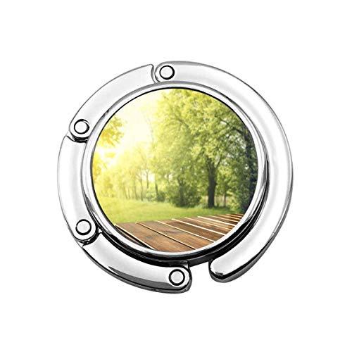 Netter Faltbarer Geldbeutel-Aufhänger für Tisch, Geldbeutel-Haken-grüner Natur-Holztisch im Garten der Frühlingszeit