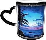 Tazas de café Tropical Island Beach Ocean Pink Blue Sunset Sensible al calor Color cambiante taza en el cielo taza de cerámica regalos personalizados para los amantes de la familia y amigos