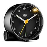 Orologio Sveglia Analogico Classico Braun con Funzione Snooze e Luce, Movimento al Quarzo silenzioso, Suono Sveglia Beep con crescendo, colore nero, modello BC01B.