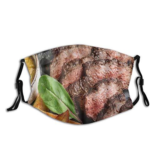Saftiges Rumpsteak von Marble Beef Medium Rare mit Kartoffeln und Sauce auf Steinplatte Close Up Graphic,StaubwaschbarerwiederverwendbarerFilterundwiederverwendbarerMundschutzgesicht