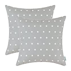 Cozy pillows with star pattern.