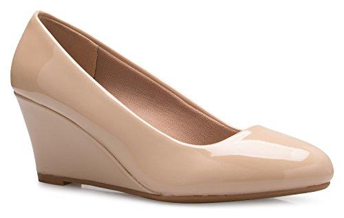 Olivia K Damen Adorable Low Wedge Heel Schuh – Easy Low Pumps – Basic Slip On, Comfort, Beige (Beigefarbenes Lack.), 37 EU