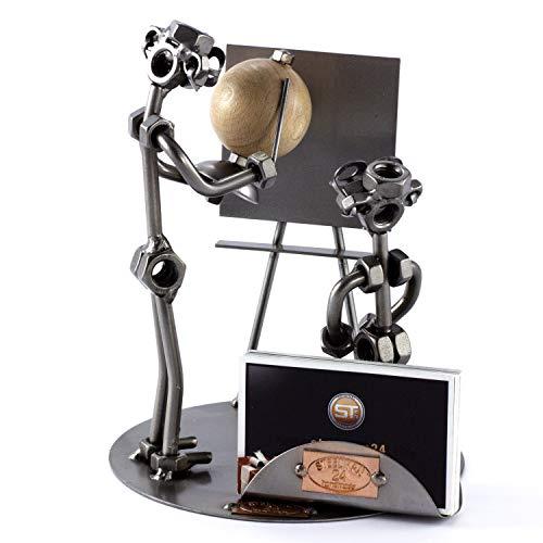 Steelman24 I Schraubenmännchen Lehrer mit Globus mit Visitenkartenhalter mit persönlicher Gravur I Made in Germany I Handarbeit I Geschenkidee I Stahlfigur I Metallfigur I Metallmännchen