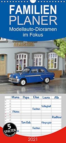 Modellauto-Dioramen im Fokus - Familienplaner hoch (Wandkalender 2021, 21 cm x 45 cm, hoch)