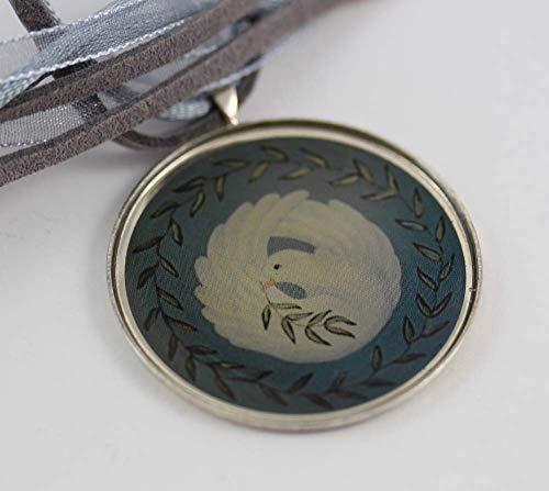 Halskette mit weißer Taube PEACE DOVE in Olivenkranz, dekorative Kette mit Friedenstaube in versilbertem Anhänger an Velourskordel, Dolphins & Doves Glücksbringer Designserie