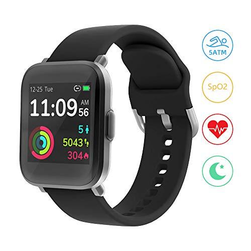 Smartwatch, YONMIG Fitness Armband 18 Sportmodi Tracker 1.3 Zoll Touch-Farbdisplay Smart Watch mit Pulsoximeter Pulsuhr 5ATM Wasserdicht Sport Uhr Kompaß Schrittzähler Stoppuhr für iOS Android