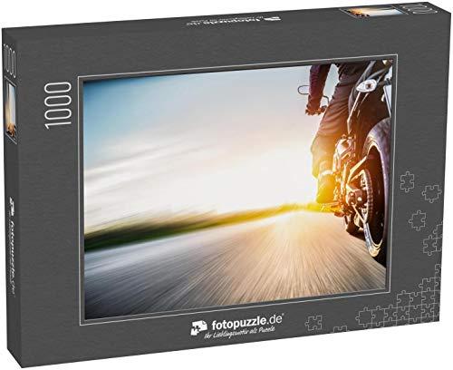fotopuzzle.de Puzzle 1000 Teile Motorrad auf der Straße Fahren Spaß haben, die Leere Straße auf Einer Motorradtour Fahren (1000, 200 oder 2000 Teile)