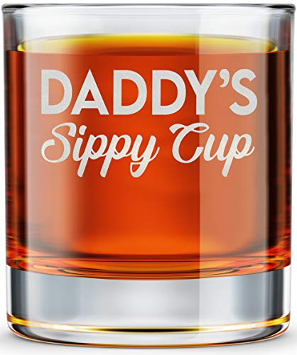 DADDY FACTORY Daddy's Sippy Cup Whiskey Glass - Funny New Dad Gifts - 10.25 oz Engraved Old Fashioned Bourbon Rocks Glass for Expecting Father, Dad Birthday Gift