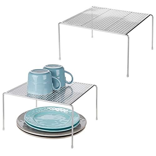 mDesign Juego de 2 estantes de cocina – Soportes para platos de metal – Pequeños organizadores de armarios para tazas, platos, alimentos, etc. – plateado