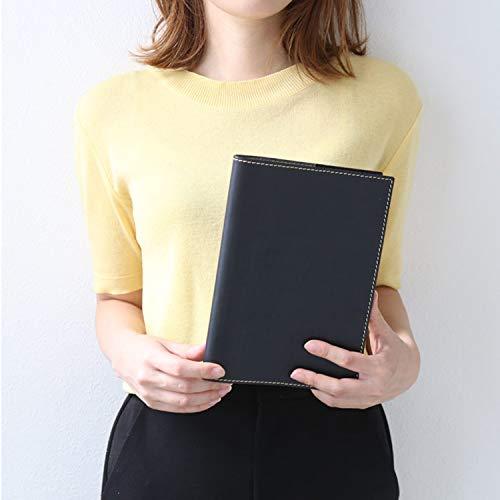 まずは使いたいノートのサイズに合わせてノートカバーを選びましょう。カバーによって適切なノートの厚さが異なるため、ノートカバーの厚さも確認するとちょうどいいサイズが選べますよ。