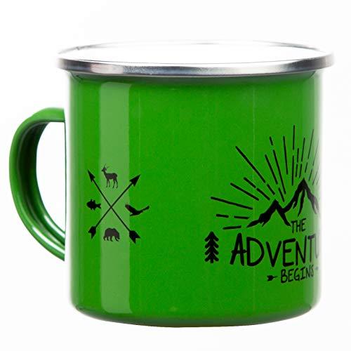 THE ADVENTURE BEGINS | Hochwertige Emaille Tasse in grün | mit Outdoor Design | leicht und robust für Camping und Trekking | von MUGSY.de