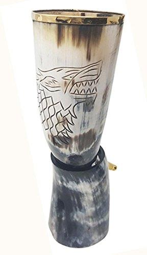 """Cuerno de toro de 30,5 a 38cm: cuerno vikingo para bebidas artesanal con grabado del rey Robb, el""""Joven Lobo"""" con embellecedor de latón en el borde superior y en la empuñadura; (0,5 pinta)"""