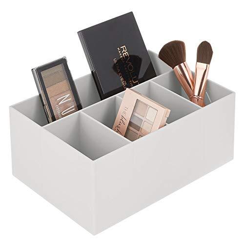 mDesign Schminkaufbewahrung für Wasch- oder Schminktische – Aufbewahrungsbox aus BPA-freiem Kunststoff für Make-up – moderner Kosmetik Organizer mit 5 Fächern – hellgrau