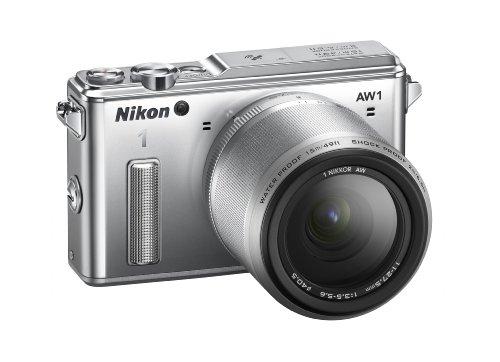 """Nikon 1 AW1 Fotocamera Digitale ad Ottiche Intercambiabili, Impermeabile, 14.2 Megapixel, LCD 3"""", SD 8 GB Pro 400X Lexar, Obiettivo 1 Nikkor 11-27.5 mm, Argento [Nital card: 4 anni di garanzia]"""