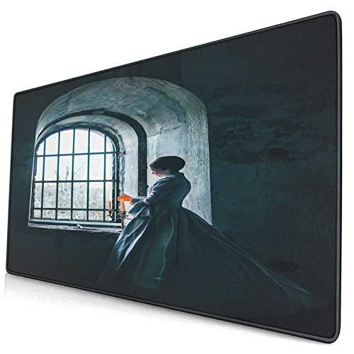 MOBEITI Duża gamingowa podkładka pod mysz kobieta z wiktoriańską sukienką przed oknem w stylu średniowiecznym antypoślizgowa gumowa podkładka pod mysz do gier komputer biurko biurowe, 75 × 40 × 0,3 cm