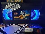 Back to The Future with Art Work Retro VHS Lampe, tolle Geschenkidee für jeden Film-Fan, Man Cave Ideen! USB-betrieben, mit Fernbedienung