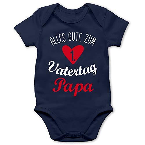 Shirtracer Vatertagsgeschenk Tochter & Sohn Baby - Alles Gute zum ersten Vatertag weiß - 6/12 Monate - Navy Blau - Alles Gute zum 1 Vatertag - BZ10 - Baby Body Kurzarm für Jungen und Mädchen