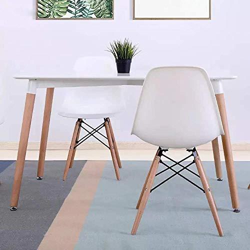2人用ダイニングテーブルは壁につけて設置できる点も魅力。ダイニングテーブルがお部屋の中央を占領すれば、それだけスペースも必要になってきます。壁面の空いたスペースも無駄なく活用できますね。
