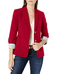 Peak lapels Two-button closure Flap pockets Roll-cuffed sleeves