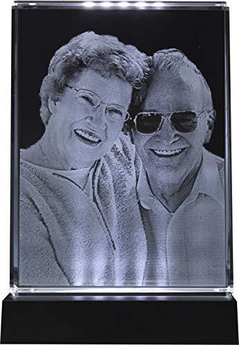 Galerie Kristall Massiver selbststehender Glas-Frame mit Wunsch-Foto und Wunsch-Text (105 x 140 x 35 mm, Hochformat, inkl. schwarzem LED-Lichtsockel mit Batterien)