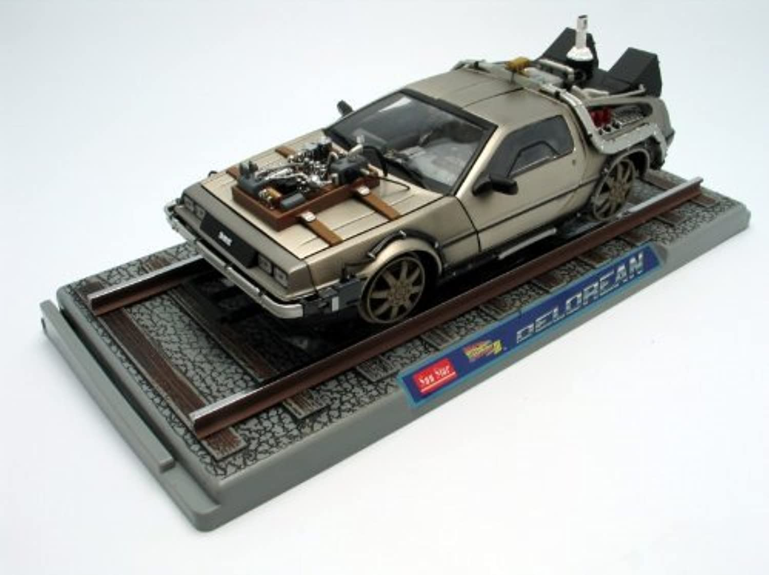 1982 DeLorean  Back To The Future III Diecast model car on Railroad Tracks 1 18 by Sun Star Toys