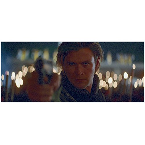 Blackhat 8x10 Photo Chris Hemsworth Gun Drawn Headshot kn