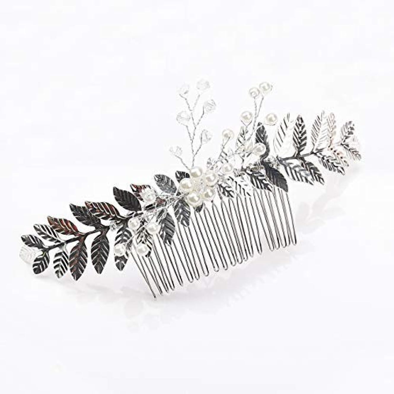 ペグ占める空洞Kercisbeauty Rustic Wedding Oliver Branch Pearl Flower and Crystal Hair Comb for Bride Bridesmaid Prom Headpiece (Silver) [並行輸入品]
