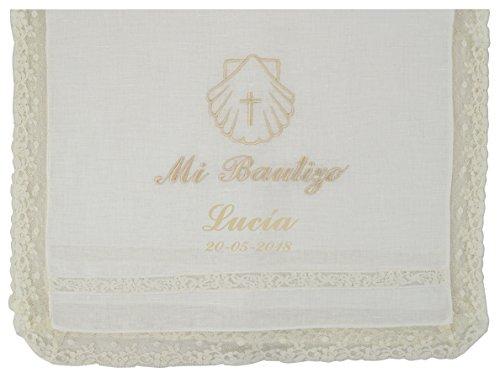 Paño bautismal color beige bordado con el mensaje'Mi Bautizo'. Modelo París (Personalizado)