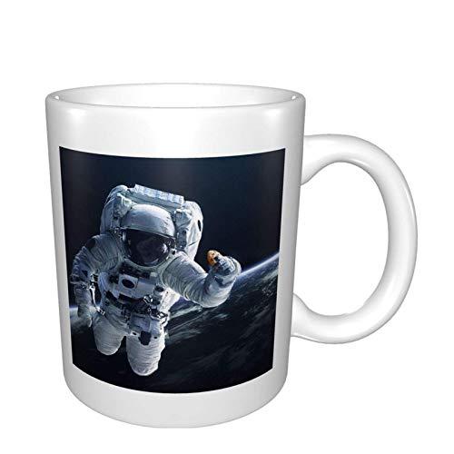 Taza de café con diseño de astronauta (330 ml) perfecta para regalos de cumpleaños para hombres y mujeres